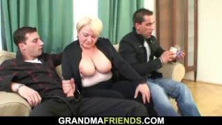 Внук с другом развел на секс пьяную бабушку