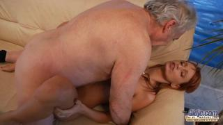 Рыжая внучка занялась инцест сексом со старым дедом